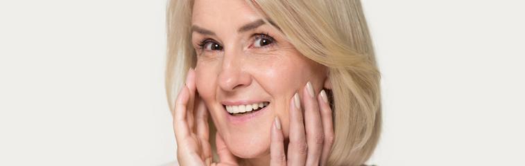 La estética facial en los tratamientos complejos de implantes dentales <div id='b'> <span class='sb'><br><strong>Dr. Ángel Fernández Bustillo</strong>. Especialista en Cirugía Maxilofacial e Implantología | www.clinicabustillo.com</span></b>